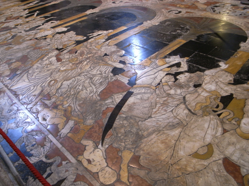 賑やかな大聖堂~古都シエナ_f0106597_1484175.jpg