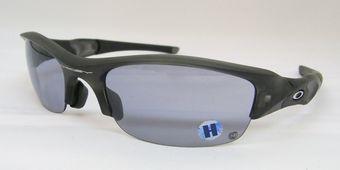 調光レンズのオークリーサングラス。  by甲府店_f0076925_18495059.jpg