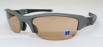 調光レンズのオークリーサングラス。  by甲府店_f0076925_18495930.jpg