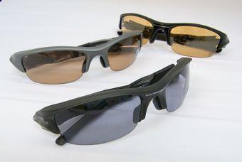 調光レンズのオークリーサングラス。  by甲府店_f0076925_1850262.jpg