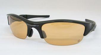 調光レンズのオークリーサングラス。  by甲府店_f0076925_1850992.jpg