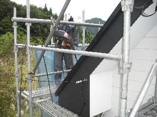 屋根塗装・初日_f0031037_21271969.jpg