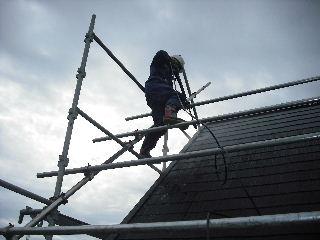 屋根塗装・初日_f0031037_2129834.jpg