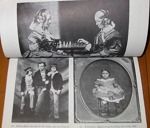 アンチックな写真アルバムのようなトラヴィス・ルイの画集。_a0077842_178426.jpg