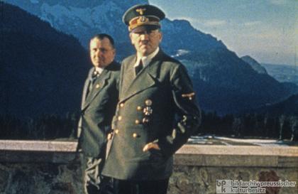ボルマンはイルミナティのためにヒトラーを動かした By Henry Makow Ph.D. _c0139575_1946215.jpg