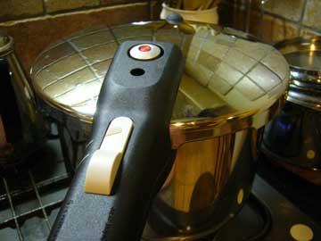圧力鍋 「マークティッシュフェン」_e0078285_1484312.jpg