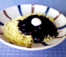 インスタントのチャージャン麺_d0060962_1823633.jpg
