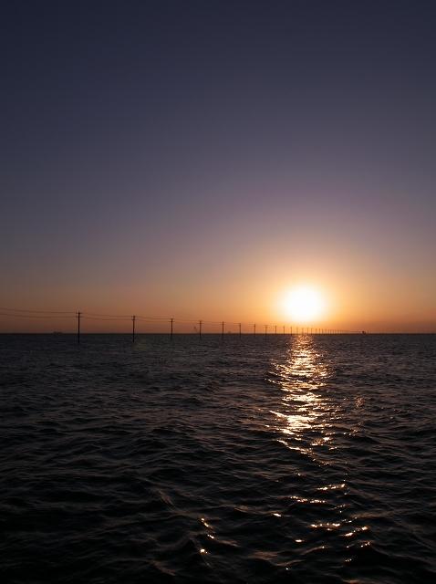 電柱と海_f0018464_2036113.jpg