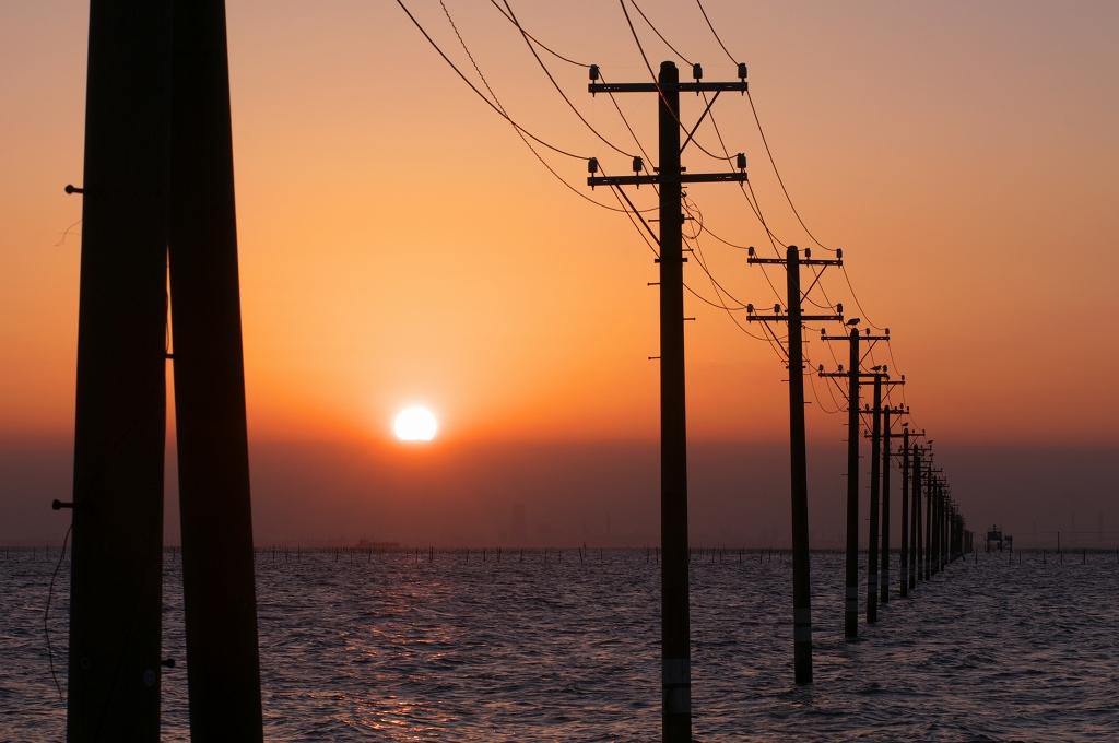 電柱と海_f0018464_20362649.jpg