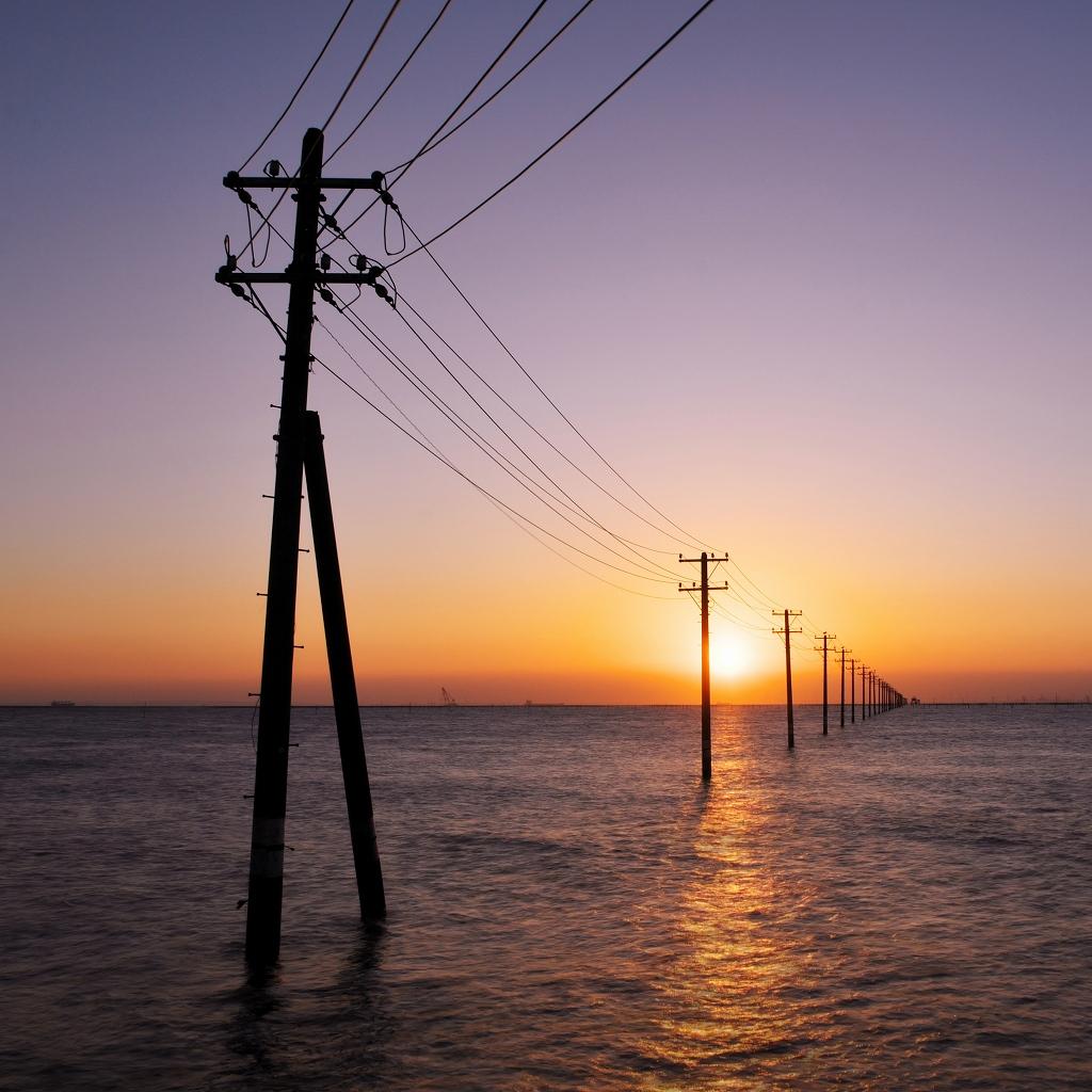電柱と海_f0018464_20553699.jpg