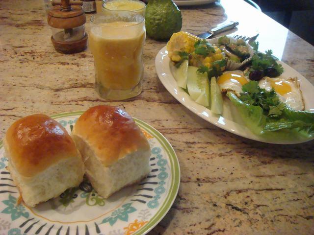 田舎からの野菜が並んだ朝食、_d0100880_23575118.jpg