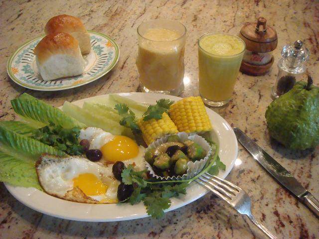 田舎からの野菜が並んだ朝食、_d0100880_23585954.jpg