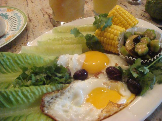 田舎からの野菜が並んだ朝食、_d0100880_001499.jpg