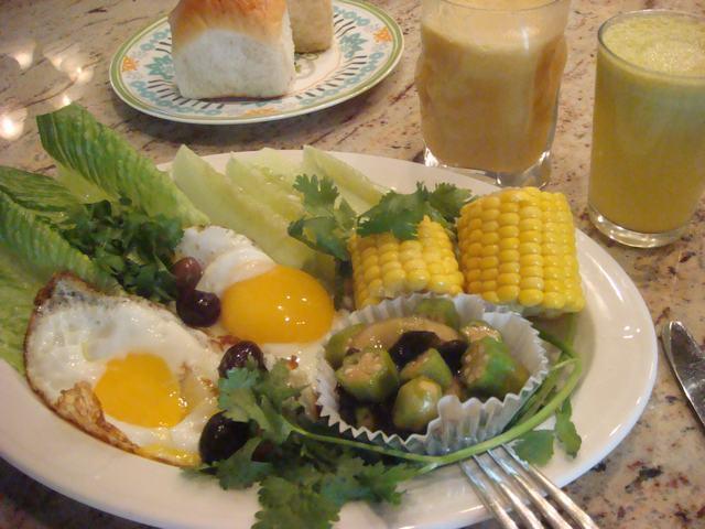 田舎からの野菜が並んだ朝食、_d0100880_01883.jpg