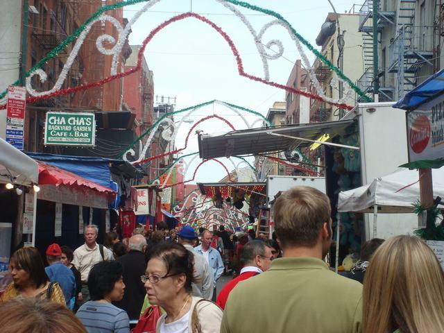 今日から、リトルイタリーのお祭り、聖ジェンナーロ祭り、_d0100880_10444835.jpg
