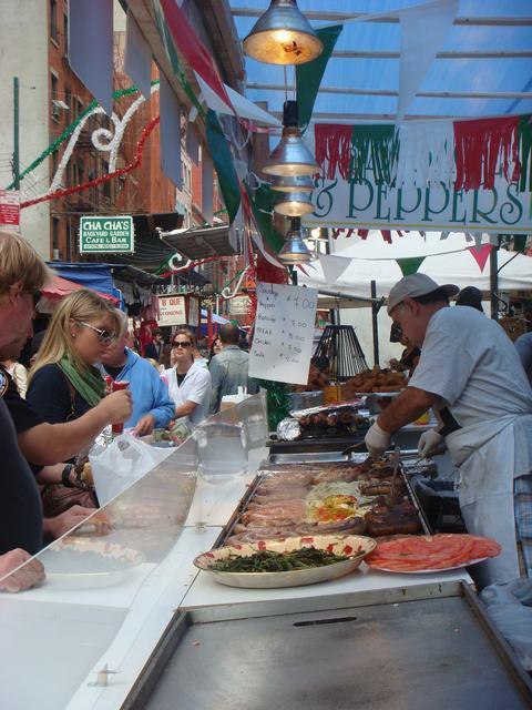 今日から、リトルイタリーのお祭り、聖ジェンナーロ祭り、_d0100880_10481881.jpg