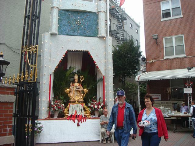 今日から、リトルイタリーのお祭り、聖ジェンナーロ祭り、_d0100880_10518100.jpg