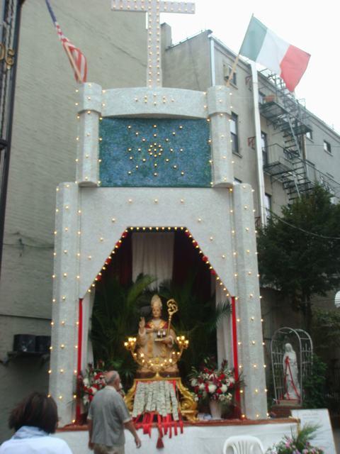 今日から、リトルイタリーのお祭り、聖ジェンナーロ祭り、_d0100880_10554640.jpg