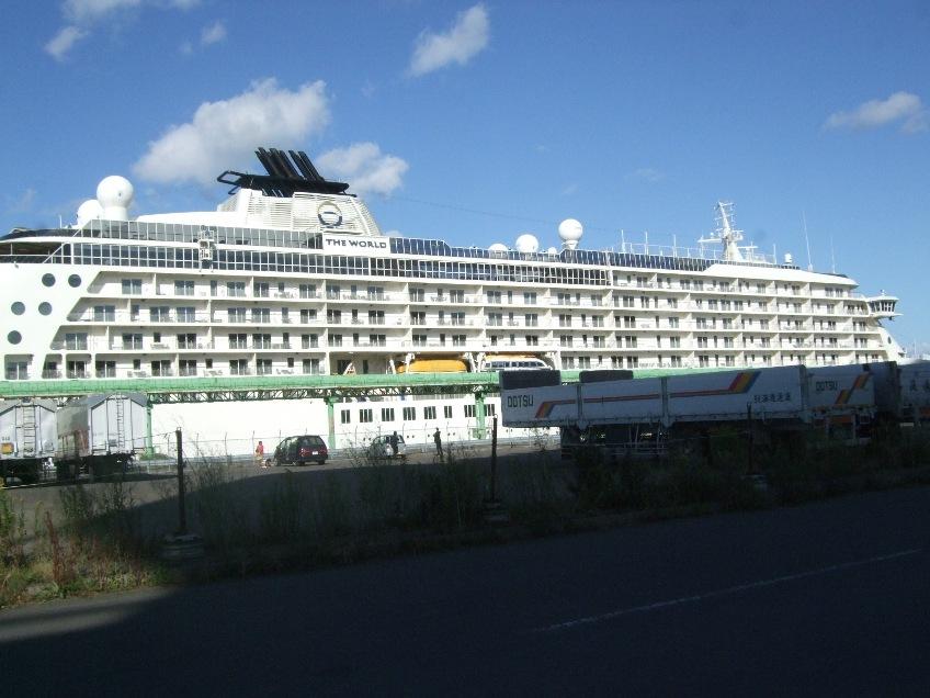 1099) 小樽港 「滞在型豪華クルーズ船 The World」_f0126829_10594100.jpg
