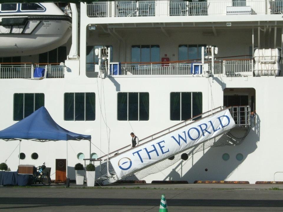 1099) 小樽港 「滞在型豪華クルーズ船 The World」_f0126829_11114963.jpg