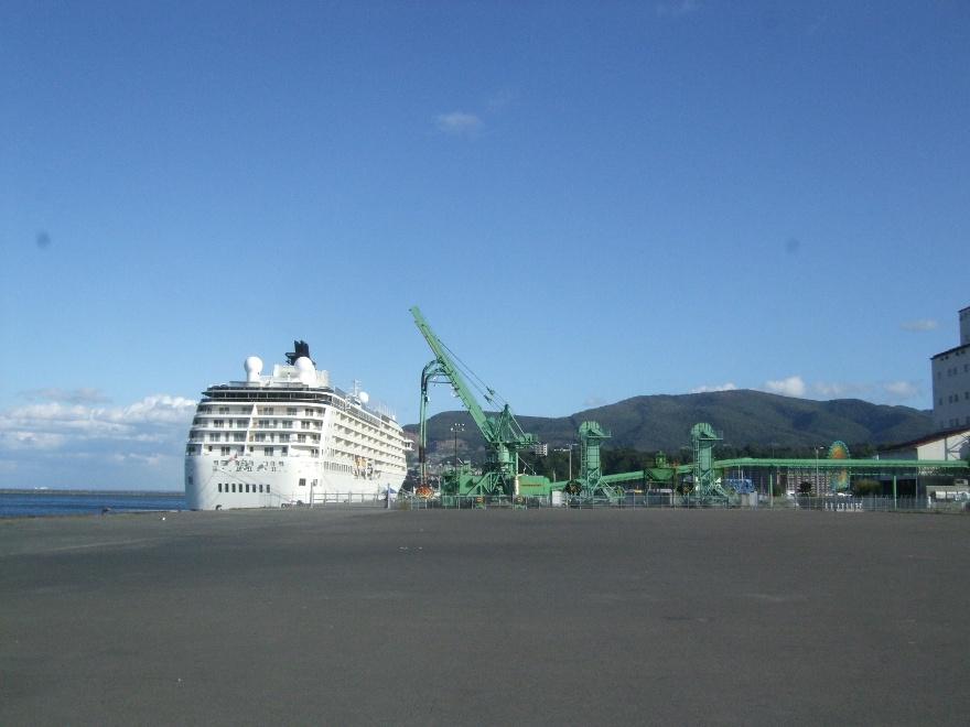 1099) 小樽港 「滞在型豪華クルーズ船 The World」_f0126829_11133998.jpg