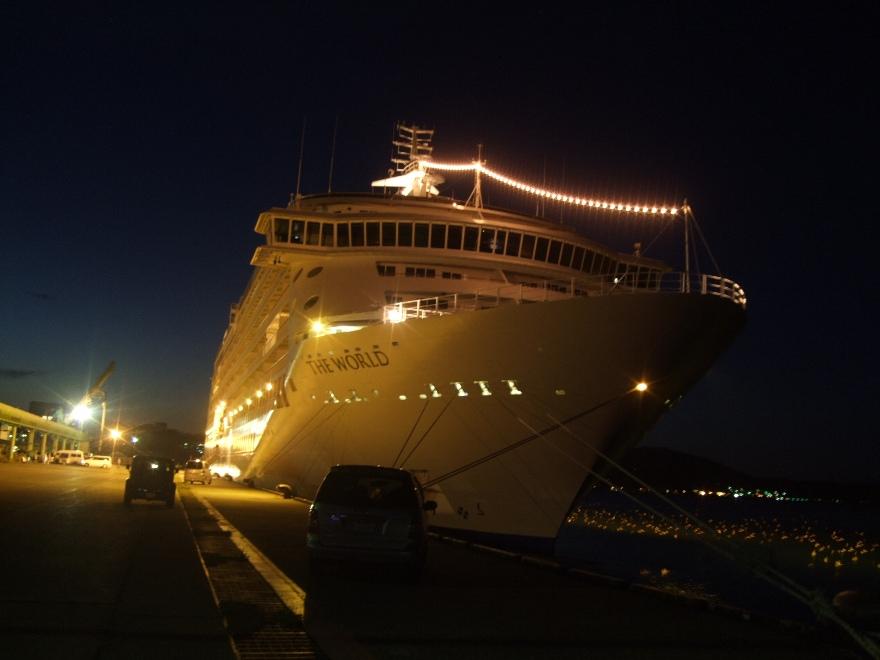 1099) 小樽港 「滞在型豪華クルーズ船 The World」_f0126829_11401188.jpg