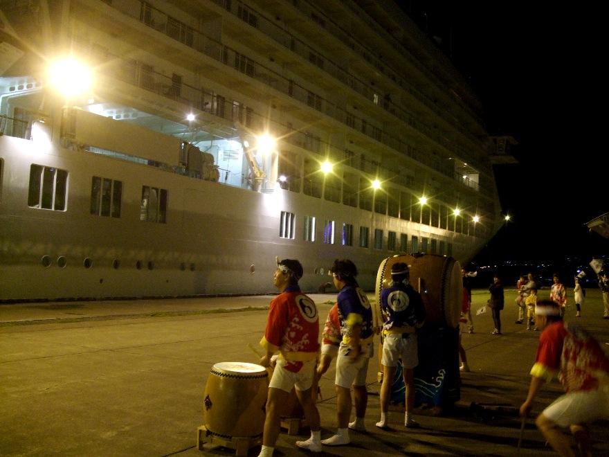 1099) 小樽港 「滞在型豪華クルーズ船 The World」_f0126829_11441323.jpg