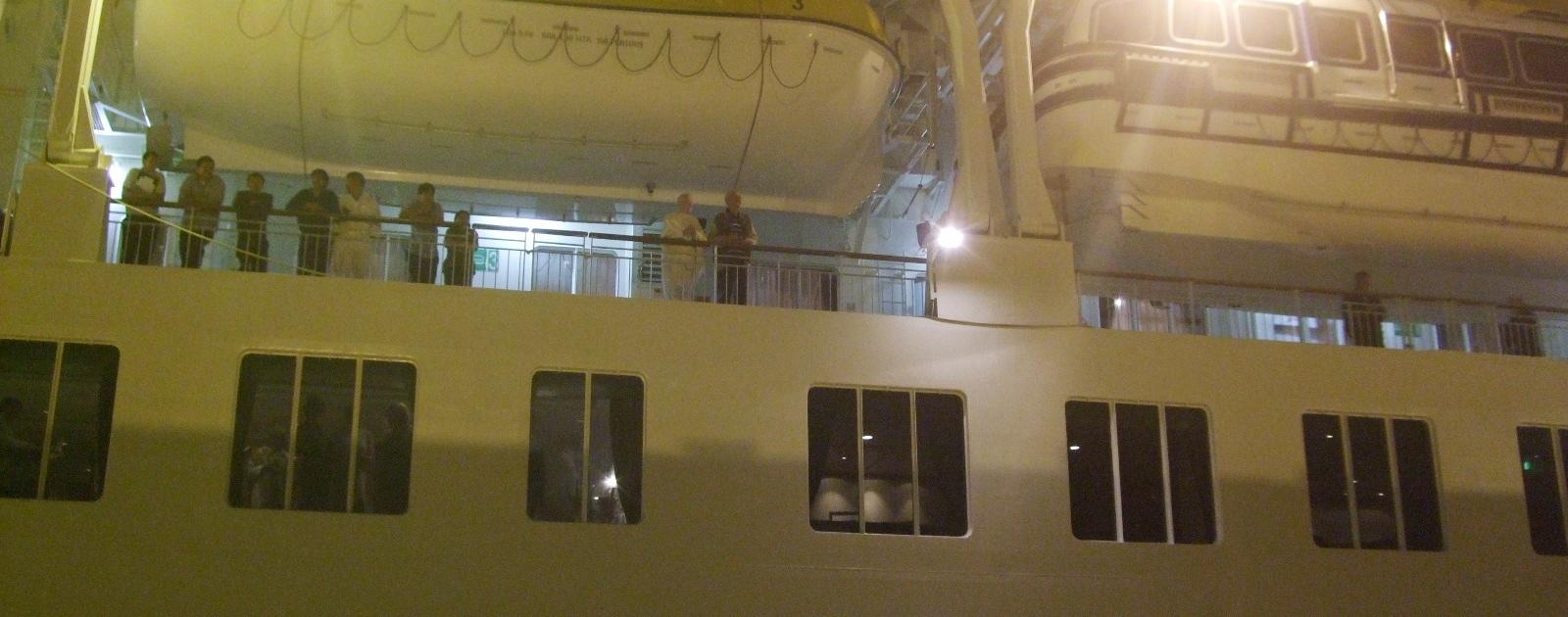 1099) 小樽港 「滞在型豪華クルーズ船 The World」_f0126829_1153176.jpg