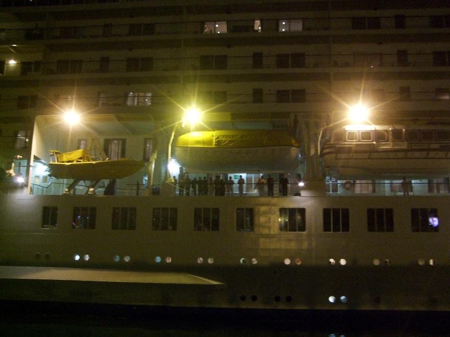 1099) 小樽港 「滞在型豪華クルーズ船 The World」_f0126829_11571296.jpg