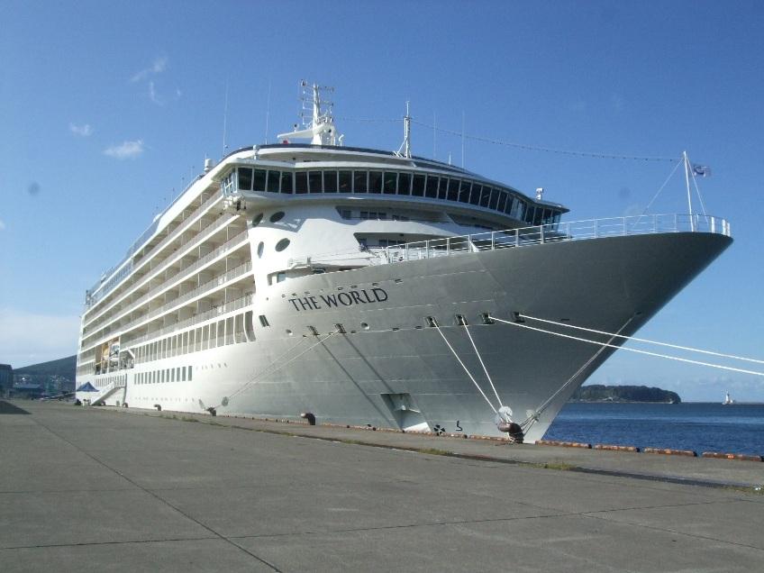 1099) 小樽港 「滞在型豪華クルーズ船 The World」_f0126829_117202.jpg
