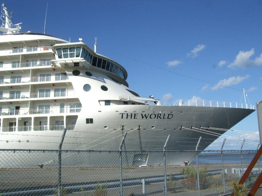 1099) 小樽港 「滞在型豪華クルーズ船 The World」_f0126829_1185374.jpg