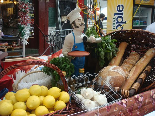 聖ジェンナーロ祭りの続き、_d0100880_3485695.jpg