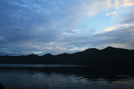 本栖湖のしずかな夜明け_c0107829_9142717.jpg