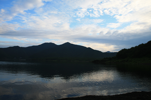 本栖湖のしずかな夜明け_c0107829_9145589.jpg