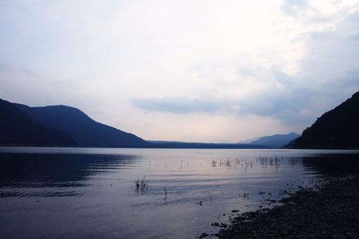 本栖湖のしずかな夜明け_c0107829_9154187.jpg