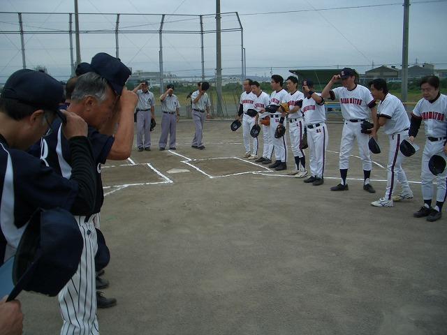 タイムリーヒットを打った議員親睦野球大会_f0141310_23435612.jpg