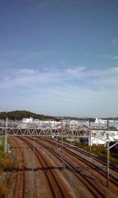 スタジオと秋晴れの空と東海道_c0162963_1363.jpg