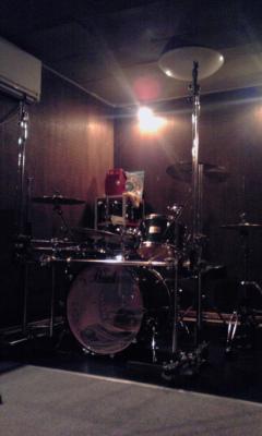 スタジオと秋晴れの空と東海道_c0162963_13653.jpg