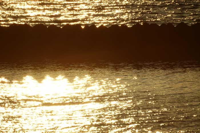 出来島海岸の夕日 (趣味人間)_a0136293_15505241.jpg