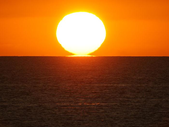 出来島海岸の夕日 (趣味人間)_a0136293_15542599.jpg
