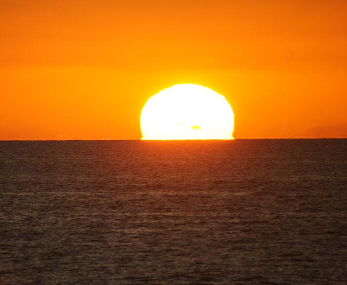 出来島海岸の夕日 (趣味人間)_a0136293_15554551.jpg