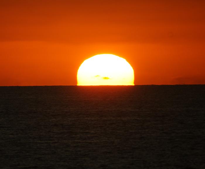 出来島海岸の夕日 (趣味人間)_a0136293_15563136.jpg