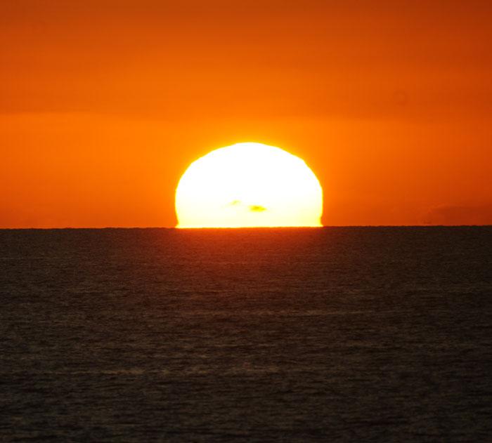 出来島海岸の夕日 (趣味人間)_a0136293_1556935.jpg