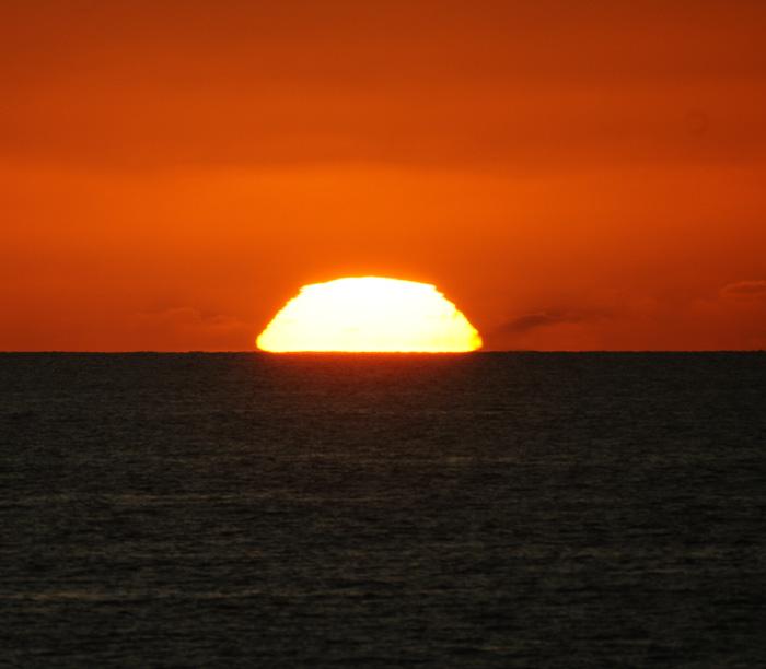 出来島海岸の夕日 (趣味人間)_a0136293_15572365.jpg