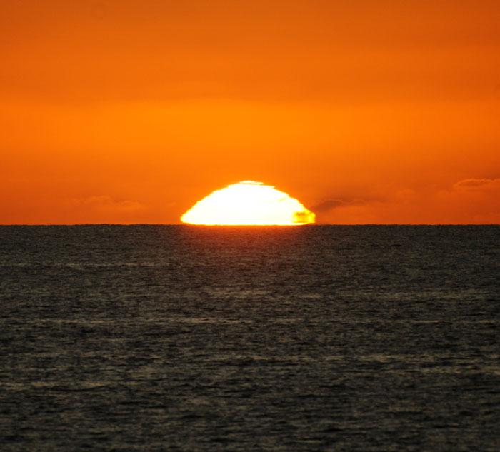 出来島海岸の夕日 (趣味人間)_a0136293_15574459.jpg