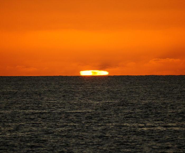 出来島海岸の夕日 (趣味人間)_a0136293_15584391.jpg