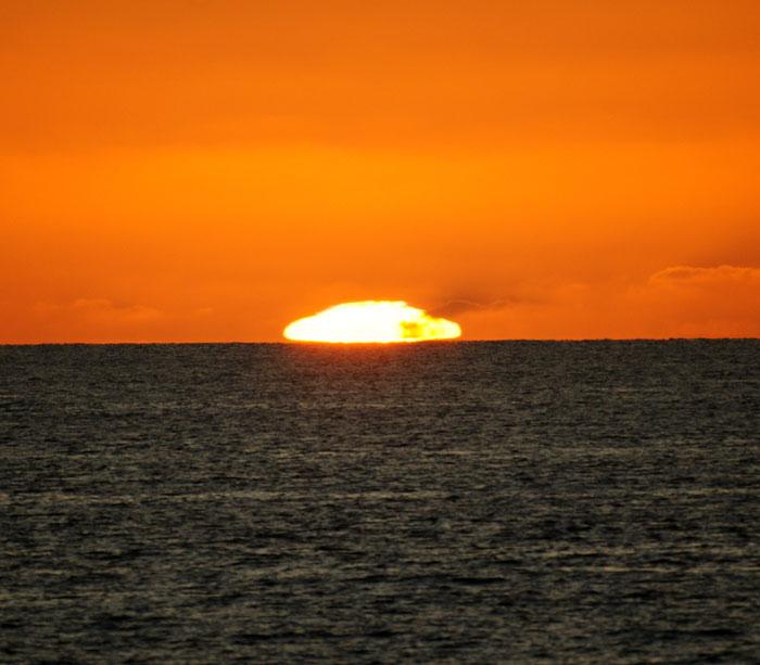 出来島海岸の夕日 (趣味人間)_a0136293_1558755.jpg