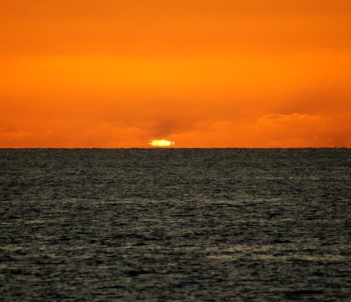 出来島海岸の夕日 (趣味人間)_a0136293_15591035.jpg