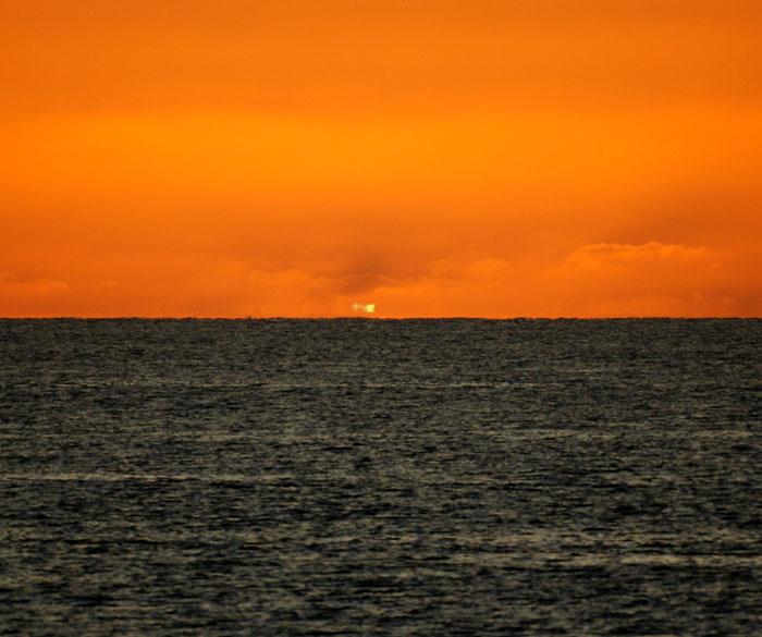 出来島海岸の夕日 (趣味人間)_a0136293_15592920.jpg