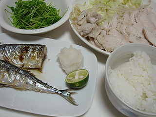 秋刀魚の塩焼きと鶏ハム_c0025217_1201536.jpg